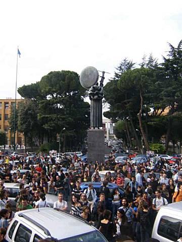 studenti manifestano alla Sapienza