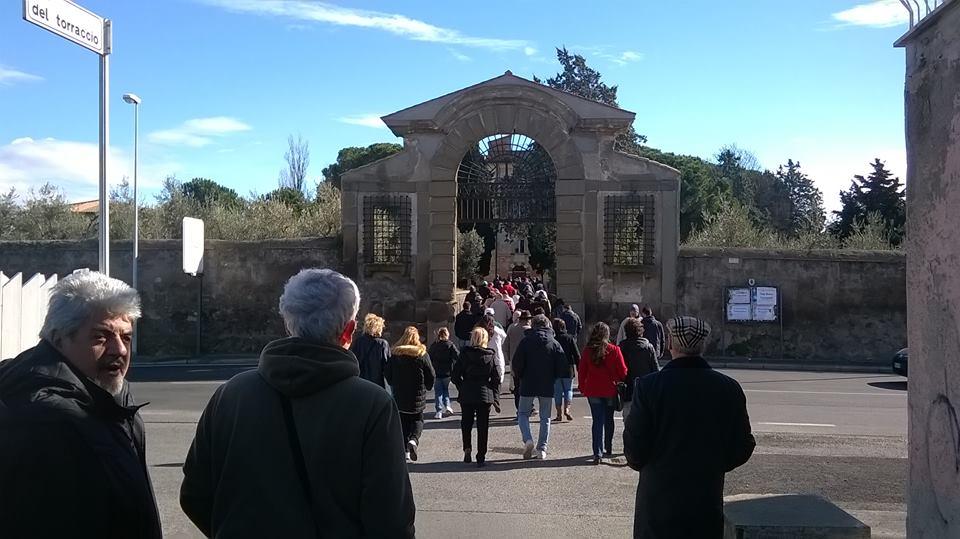 decine di cittadini fanno ingresso a Villa Colonna ora convento dei Frati Trappisti