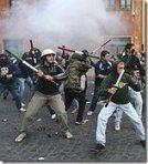 fascisti contro gli studenti a Piazza Navona