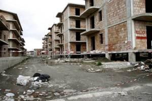 """Risultati di """"certo"""" sviluppo edilizio romano somigliano (come nella foto) ad interi quartieri abusivi in provincia di napoli"""