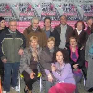 Un gruppo di partecipanti alla assemblea del 31 gennaio a s.maria delle mole (sezione Pd)