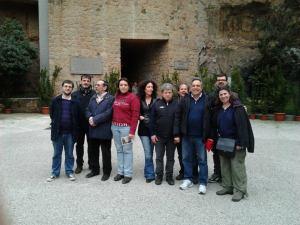 la delegazione marinese, di fronte all'ingresso delle cave in cui si è consumato l'eccidio nazifascista