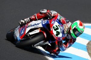 Il pilota motociclista, in azione sulle piste della SBK, Davide Giugliano