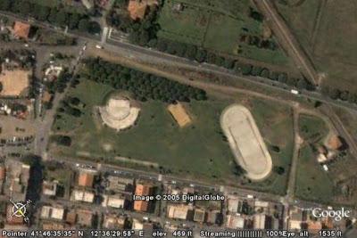 La cavea utilizzata per gli spettacoli all'aperto e il pattinodromo a Cava Dei Selci: Parco della Pace