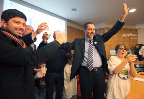 Marcello Pittella, neopresidente della Regione Basilicata festeggia a scrutinio quasi ultimato