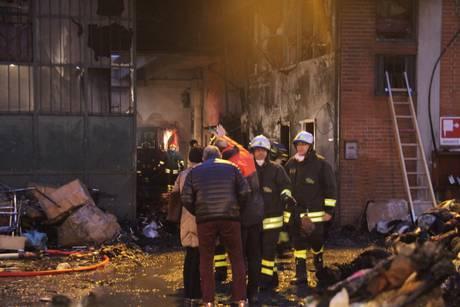 Incendio in Fabbrica dormitorio a Prato, almeno sette morti