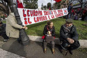 Uno degli striscioni del Partito Comunista d'Italia