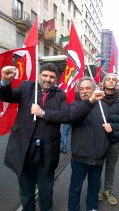 Il saluto a pugno chiuso di Ugo Moro, segreteria nazionale del PCdI, e Maurizio Aversa, segretario della sezione PCdI di Marino e responsabile PCdI Albano.