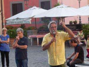 Maurizio Aversa, interviene in piazza San Barnaba per chiedere le dimissioni di Fabio Silvagni